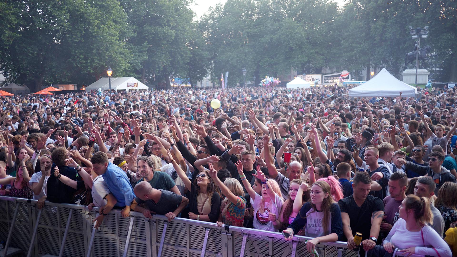 bristol-crowd